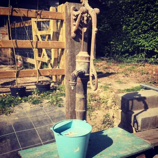 Oude waterpomp van 1900